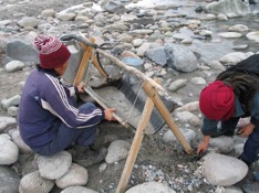 Extracting placer gold without use of mercury